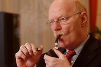 15 JAN 2003, BERLIN/GERMANY:<br /> Peter Struck, SPD, Bundesverteidigungsminister, mit Pfeife, waehrend einem Interview, in seinem Buero, Bundesministerium der Verteidigung<br /> Peter Struck, Federal Minister of Defense, during an interview, in his office<br /> IMAGE: 20030115-04-007<br /> Keywords: rauch, rauchen