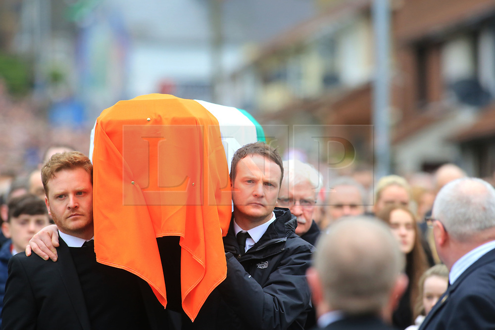 © Licensed to London News Pictures. 23/03/2017. Londonderry, UK. Fiachra McGuinness and Emmet McGuinness carry the coffin of their father Martin McGuinness in Londonderry, Northern Ireland 23 March, 2017 during the funeral of Sinn Féin's Martin McGuinness. Mr McGuinness, a former IRA leader turned politician, died on Tuesday.. Photo credit: LNP