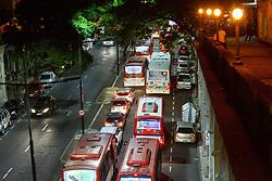April 14, 2017 - Trânsito engarrafado na véspera de feriado na noite desta quinta-feira santa (13) em Porto Alegre, gerou várias filas nas paradas ônibus na capital dos gaúchos. (Credit Image: © Omar De Oliveira/Fotoarena via ZUMA Press)