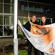 Onthulling nieuw Rabobank Logo in Huizen Naarderstraat