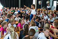 AMSTELVEEN  - Sportways hockeykamp . bondscoach Max Caldas beantwoord vragen van kinderen.COPYRIGHT  KOEN SUYK
