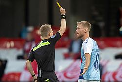 Christian Jakobsen (SønderjyskE) går advarsel af dommer Jørgen Daugbjerg Burchardt under finalen i Sydbank Pokalen mellem AaB og SønderjyskE den 1. juli 2020 i Blue Water Arena, Esbjerg (Foto Claus Birch).