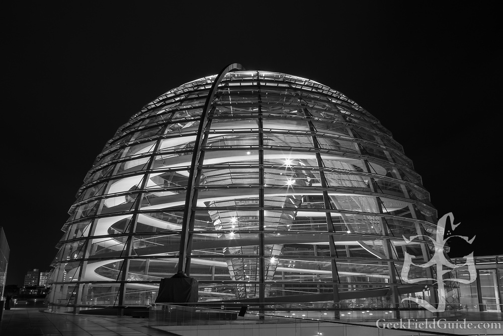The dome of the Reichstag at night