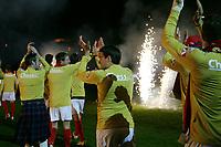 Fotball ,  28. oktober 2007 , Tippeligaen , Brann - Viking 5-2<br /> <br /> Brann feirer seriegullet . Her på vei ut til medaljeutdeling , fyrverkeri , illustrasjon , Martin Andresen