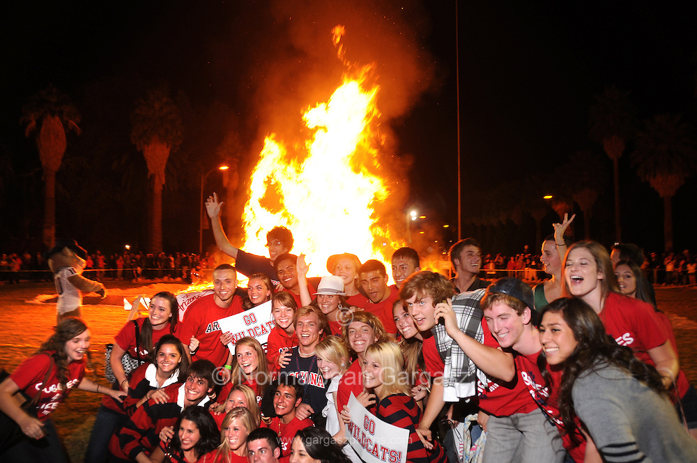 University of Arizona fans celebrate the Homecoming Kickoff Celebration at the Old Main on campus, Tucson, Arizona, USA.