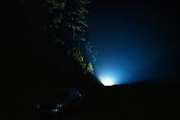 Okolice Michalowa, woj. podlaskie, 06.10.2021. W lesie aktywisci z grup pomocowych odnalezli w lesie uchodzcow, ktorzy pare dni wczesniej przekroczyli nielegalnie granice polsko-bialoruskiej, dwa malzenstwa irackich Kurdow z dziecmi w wieku 1 roku i 3 lat. Po 1,5 godzinie oczekiwania, patrol SG zabral uchodzcow do placowki Strazy Granicznej w Michalowie. N/z nadjezdza patrol Strazy Granicznej fot Michal Kosc / AGENCJA WSCHOD