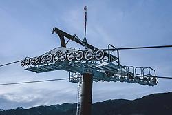 THEMENBILD - Liftstütze mit Tragseil der Gletscherbahnen Kaprun AG, aufgenommen am 01. Dezember 2020 in Kaprun, Österreich // Lift support with suspension rope of the Gletscherbahnen Kaprun AG Kaprun, Austria on 2020/12/01. EXPA Pictures © 2020, PhotoCredit: EXPA/ JFK
