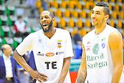 DESCRIZIONE : Campionato 2013/14 Dinamo Banco di Sardegna Sassari - Pasta Reggia Caserta<br /> GIOCATORE : Tony Easley Drew Gordon<br /> CATEGORIA : Fair Play Before<br /> SQUADRA : Pasta Reggia Caserta<br /> EVENTO : LegaBasket Serie A Beko 2013/2014<br /> GARA : Dinamo Banco di Sardegna Sassari - Pasta Reggia Caserta<br /> DATA : 27/04/2014<br /> SPORT : Pallacanestro <br /> AUTORE : Agenzia Ciamillo-Castoria / Luigi Canu<br /> Galleria : LegaBasket Serie A Beko 2013/2014<br /> Fotonotizia : Campionato 2013/14 Dinamo Banco di Sardegna Sassari - Pasta Reggia Caserta<br /> Predefinita :