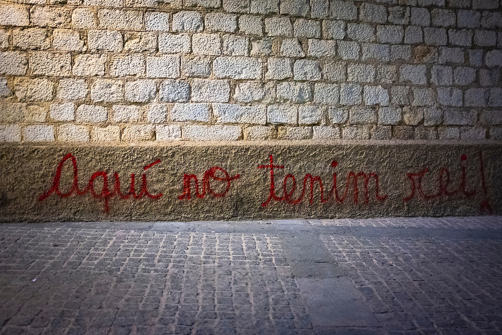 """Catalan graffiti in Girona, Catalonia: """"Aqui no tenim rei!"""" - here we have no king. There was protests across Catalonia against the visit of the Spanish king, Felipe VI of Spain, when he visted the region in early November - the first time since the sentencing of Catalan politicians and civic leaders for their part in the 2017 independence referendum.  Girona, November 7 2019"""