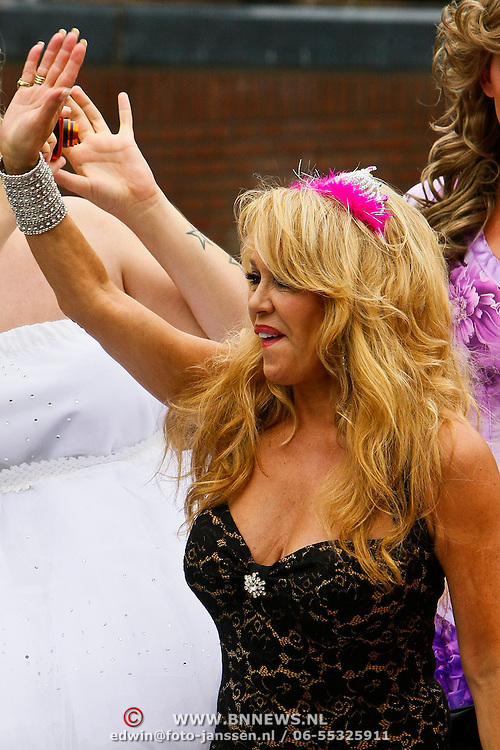 NLD/Amsterdam/20100807 - Boten tijdens de Canal Parade 2010 door de Amsterdamse grachten. De jaarlijkse boottocht sluit traditiegetrouw de Gay Pride af. Thema van de botenparade was dit jaar Celebrate, Patricia Paay
