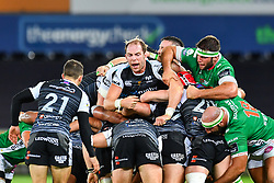 Alun Wyn Jones of Ospreys controls the drive<br /> <br /> Photographer Craig Thomas/Replay Images<br /> <br /> Guinness PRO14 Round 4 - Ospreys v Benetton Treviso - Saturday 22nd September 2018 - Liberty Stadium - Swansea<br /> <br /> World Copyright © Replay Images . All rights reserved. info@replayimages.co.uk - http://replayimages.co.uk