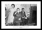 John F. Kennedy besøker slektninger i Dunganstown i 1963, County Wexford. Bilder av John F..Kennedys liv som president.