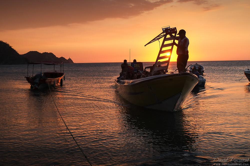 Boat arrival in Taganga