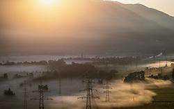 THEMENBILD - Strommasten mit Leitungen und Landschaft im Nebel bei Sonnenaufgang, aufgenommen am 26. Mai 2018 in Kaprun, Österreich // Electricity pylons with lines and landscape in the fog during sunrise, Kaprun, Austria on 2018/05/26. EXPA Pictures © 2018, PhotoCredit: EXPA/ JFK