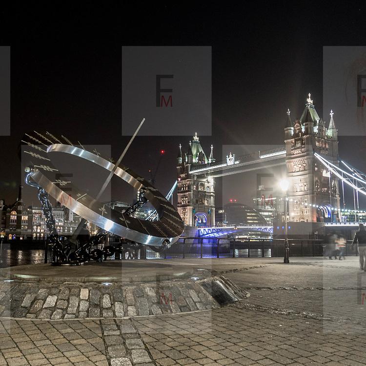 La Meridiana dell'Orologio, la scultura di Wendy Taylor nei pressi del Tower Bridge<br /> <br /> The Timepiece Sundial the Wendy Taylor sculpture and the Tower Bridge in background<br /> <br /> #6d, #photooftheday #picoftheday #bestoftheday #instadaily #instagood #follow #followme #nofilter #everydayuk #canon #buenavistaphoto #photojournalism #flaviogilardoni <br /> <br /> #london #uk #greaterlondon #londoncity #centrallondon #cityoflondon #londontaxi #londonuk #visitlondon #TheTimepieceSundial #WendyTaylor<br /> <br /> #photo #photography #photooftheday #photos #photographer #photograph #photoofday #streetphoto #photonews #amazingphoto #blackandwhitephoto #dailyphoto #funnyphoto #goodphoto #myphoto #photoftheday #photogalleries #photojournalist #photolibrary #photoreportage #pressphoto #stockphoto #todaysphoto #urbanphoto