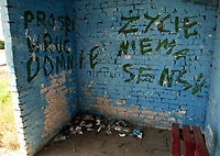 Zdjecie ilustracyjne. Podlasie N/z zniszczony przystanek PKS fot Michal Kosc / AGENCJA WSCHOD