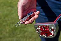 AMSTERDAM  -pitchfork, repair pitchmarks, green, , Golf, regels,    COPYRIGHT KOEN SUYK