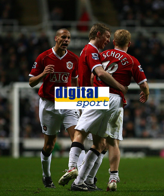 Photo: Andrew Unwin.<br /> Newcastle United v Manchester United. The Barclays Premiership. 01/01/2007.<br /> Manchester United celebrate Paul Scholes' goal.