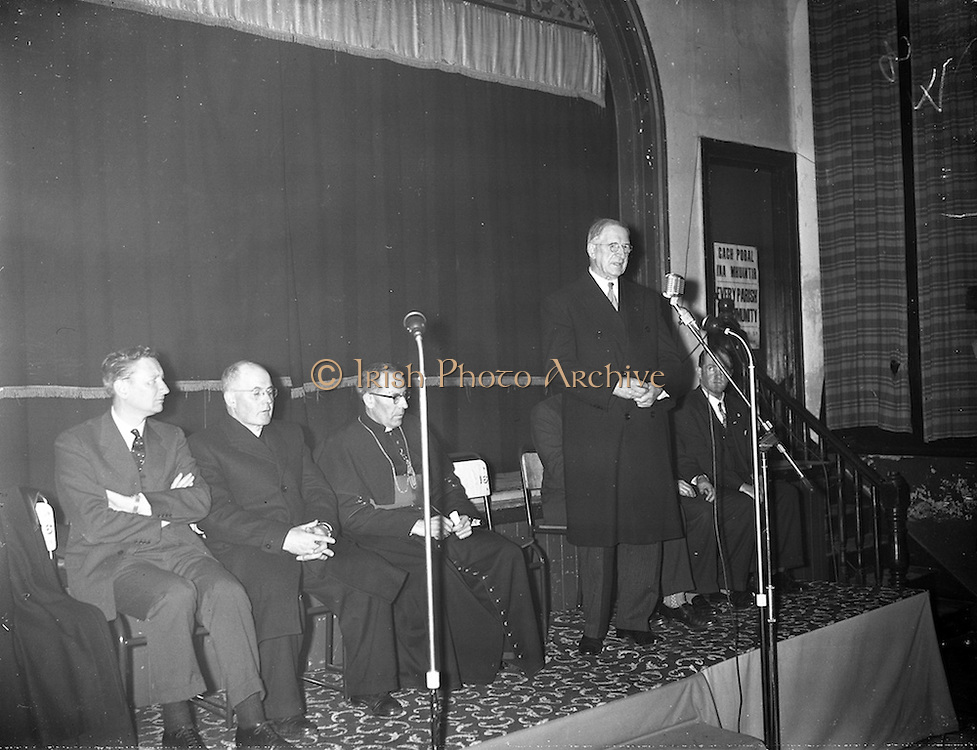 09/04/1961<br /> 04/09/1961<br /> 09 April 1961<br /> Opening of Thurles Drama Festival at Premier Hall Thurles, Co. Tipperary, organised by Muintir na Tíre and Gael Linn.  The Archbishop of Cashel Thomas Morris arrives at the Hall.  President Eamonn de Valera address's the crowd before the play.