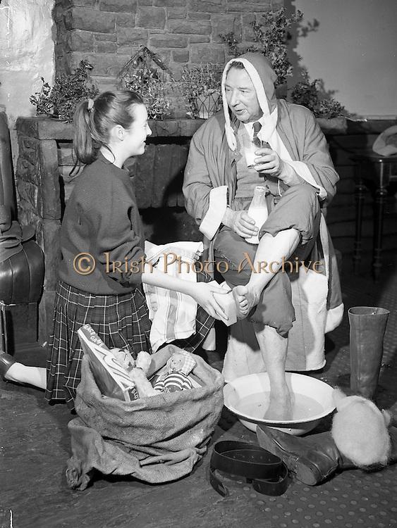 18/12/1959<br /> 12/18/1959<br /> 18 December 1959<br /> <br /> Mr Sean Thompson who volunteers as Santa having his feet washed
