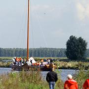 Uitvaren van de skutjes voor het skutjesilen 20004 op het Gooimeer