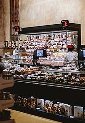 THEMENBILD - Teatro Italia, di Spar Einkaufsgeschäft, Wursttheke, aufgenommen am 03. Oktober 2019 in Venedig, Italien // Teatro Italia, di Spar shopping mall sausage counter, in Venice, Italy on 2019/10/03. EXPA Pictures © 2019, PhotoCredit: EXPA/ JFK