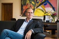 DEU, Deutschland, Germany, Berlin, 14.06.2017: Der Regierende Bürgermeister von Berlin, Michael Müller (SPD), während eines Interviews in seinem Büro im Roten Rathaus.