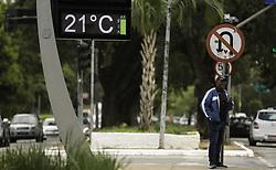 April 17, 2018 - SãO Paulo, Brazil - SÃO PAULO, SP - 17.04.2018: TEMPERATURA VOLTA A SUBIR EM SÃO PAULO - Thermometer marks 21 ° in the Ibirapuera region, south of São Paulo, on the morning of this Tuesday (17) (Credit Image: © Bruno Rocha/Fotoarena via ZUMA Press)