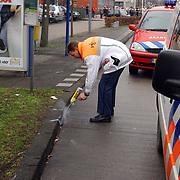 Ongeval met beknelling Huizermaatweg Huizen, technisch onderzoek verkeerspolitie, spuitbus, markering