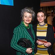 NLD/Amsterdam/20190228 - inloop Amsterdamse première musical Soof, Maroeska Metz en Anna Yilmaz