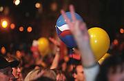 Prag/Tschechische Republik, Tschechien, CZE, 01.05.2004: Offizielle Feierlichkeiten zum EU Beitritt der Tschechischen Republik auf dem Altstaedterring im Stadtzentrum von Prag.| Prague/Czech Republic, CZE, 01.05.2004: Official celebration for the EU membership of the Czech Republic at Old-Town Square in the city centre of Prague.|[(c) Bjoern Steinz, Vojanova 1408/28, 229 22 Lysa nad Labem, Tschechische Republik, phone +420 325551336, mobil +420 777 218 029, bsteinz@bsteinz.de, Bank: F r a n k f u r t e r  V o l k s b a n k     BLZ 50190000 Konto 0301951710 IBAN DE06501900000301951710 BIC FFVBDEFF, www.bsteinz.de. Bei Verwendung des Fotos ausserhalb journalistischer Zwecke bitte Ruecksprache mit dem Fotograf halten. Jegliche Verwendung nur gegen Beleg und Honorar nach MFM oder gesonderter Absprache, Publication only with royalty payment, credit line and print sample, Achtung: NO MODEL RELEASE]..[#0,26,121#]