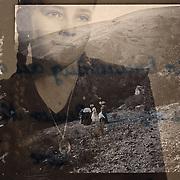 Frankrijk - Les Malvaux -  pres de Vichy -1906<br /> Ingescande glasplaat neg van onbekende fotograaf.<br /> die met welgestelde familie een koetstochtje maakte door de bergen.<br /> Hier de dames in deftige kleding tijdens uitje.<br /> Foto: Collectie Sake Elzinga