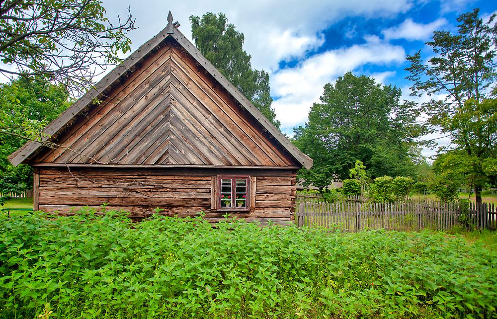 Najstarszy skansen w Polsce - skansen we Wdzydzach, czyli Muzeum – Kaszubski Park Etnograficzny we Wdzydzach Kiszewskich.