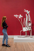 Woman in The Garden - The EY Exhibition: Picasso 1932 – Love, Fame, Tragedy a new exhibition at the Tate Modern.  It brings together over 100 works made by Pablo Picasso (1881–1973) during 1932, one of the most intensely creative periods in his life.