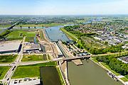 Nederland, Utrecht, Nieuwegein, 13-05-2019; Vreeswijk, de 3e sluiskolk van de Prinses Beatrix sluis is voltooid (nog niet in gebruik) en het Lekkanaal verbreed. De bestaande twee (historische) sluiskolken moeten nog worden gerenoveerd.<br /> The 3rd lock chamber of the Princess Beatrix lock has been completed (not yet in use) and the Lek canal widened.<br /> <br /> luchtfoto (toeslag op standard tarieven);<br /> aerial photo (additional fee required);<br /> copyright foto/photo Siebe Swart