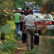 NLD/Huizen/20050906 - Verbrand lijk gevonden langs bospad Bussummerweg Huizen, technische recherche, NFI, nederlands forensisich instituut,