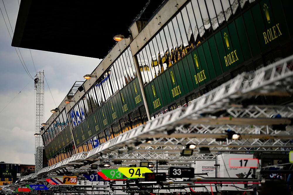 Pit lane, atmosphere<br /> Wednesday 13 June 2018<br /> 24 Hours of Le Mans<br /> 2018 24 Hours of Le Mans<br /> Circuit de la Sarthe  FR<br /> World Copyright: Scott R LePage