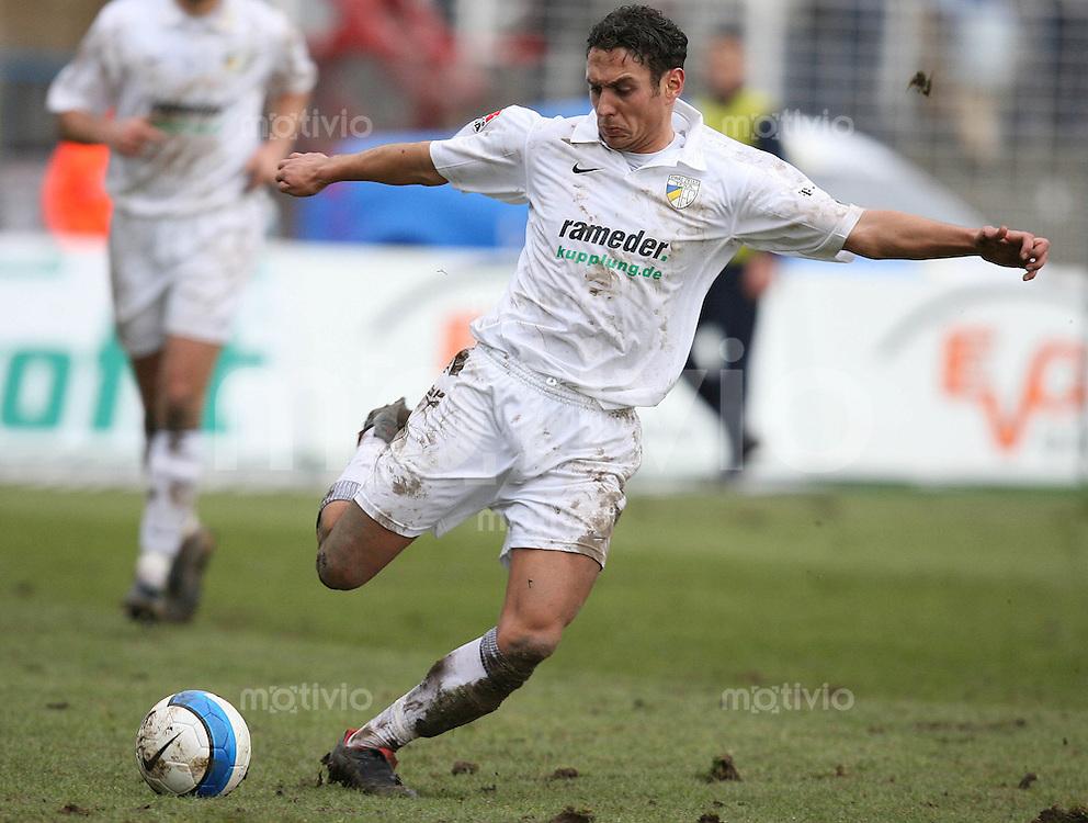 Jena , 110207 , Saison 2006/2007 ; Fussball 2.Bundesliga FC Carl Zeiss Jena - Rot Weiss Essen  Mohamed El BERKANI (Jena) am Ball