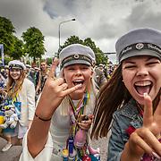Trollhättan 20170609 MÅG<br /> Studentmarsch till fallen<br /> Nils Ericssons gymnasiet och Magnus Åbergs gymnasiet elever <br /> ----<br /> FOTO : JOACHIM NYWALL KOD 0708840825_1<br /> COPYRIGHT JOACHIM NYWALL<br /> <br /> ***BETALBILD***<br /> Redovisas till <br /> NYWALL MEDIA AB<br /> Strandgatan 30<br /> 461 31 Trollhättan<br /> Prislista enl BLF , om inget annat avtalas.