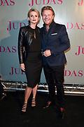Judas in première in De Meervaart in Amsterdam. De theaterthriller gebaseerd op de gelijknamige bestseller van Astrid Holleeder<br /> <br /> Op de foto:  Tooske Ragas en  Bastiaan Ragas