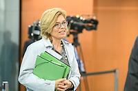 02 SEP 2020, BERLIN/GERMANY:<br /> Julia Kloeckner, CDU, Bundeslandwirtschaftsministerin, vor Beginn einer SItzung des Kabinetts im grossen Sitzungssaal, der aufgrund der Corona-Vorgaben fuer die Kabinettsitzung genutzt wird, Budneskanzleramt<br /> IMAGE: 20200902-01-022<br /> KEYWORDS: Sitzung, Kabinett, Julia Klöckner