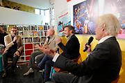 Presentatie Sinterklaasboeken 2014 in de OBA - Openbare Bibliotheek Amsterdam <br /> <br /> Op de foto: Albert Verlinde met Andre Kuipers , Paul van Vliet en Winston Gerschtanowitz