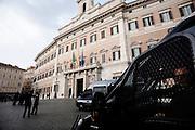 Forze dell'ordine  presidiano piazza Montecitorio durante la manifestazione dei movimenti per la casa. Roma, 31 ottobre 2013. Christian Mantuano / OneShot
