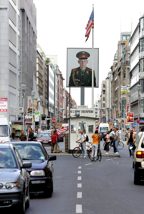 BERLIJN - Checkpoint Charlie. PHOTO GERRIT DE HEUS