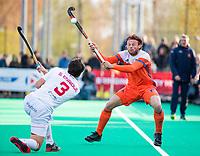 ROTTERDAM - Bob de Voogd (NED) met links Sergi Enrique (Spain)   tijdens de Pro League hockeywedstrijd heren, Nederland-Spanje (4-0). ANP KOEN SUYK