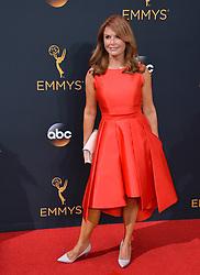 Roma Downey bei der Verleihung der 68. Primetime Emmy Awards in Los Angeles / 180916<br /> <br /> *** 68th Primetime Emmy Awards in Los Angeles, California on September 18th, 2016***