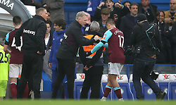 West Ham United manager David Moyes (second left) and Javier Hernandez (second right) after the final whistle during the Premier League match at Stamford Bridge, London.