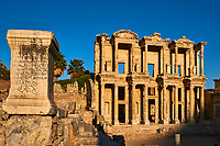 Turquie, province d'Izmir, ville de Selcuk, site archéologique d'Ephese, bibliothèque de Celsus // Turkey, Izmir province, Selcuk city, archaeological site of Ephesus, Celsus library