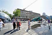 Nedrland, Eindhoven, 24-7-2019In Eindhoven werd vadaag het all time warmterecord gebroken. Bij een temperatuur van 39,3 graden speelt dit kind met het water van een fontein in de binenstad. Record , weatherrecord, alltime high .Foto: Flip Franssen
