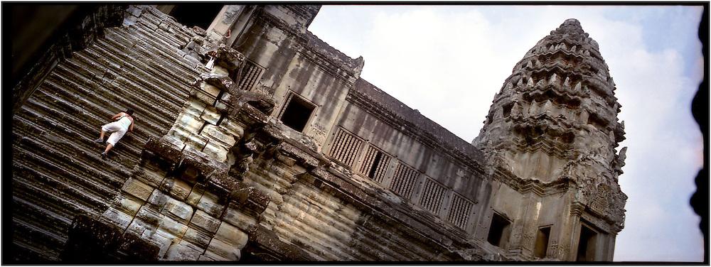 Cambodia. Siem Reap. En 1992, Angkor a été déclaré Patrimoine de l'humanité par l'Unesco. Le site s'étend sur une zone de 40 km2. Angkor Vat, le temple d'Angkor le plus spectaculaire, fut construit en 37 ans. <br /> Cambodia. Siem Reap. In 1992, Angkor was declared Patrimony of the humanity by Unesco. The site extends over a zone of 40 km2. Angkor Vat, the temple  the most spectacular Angkor, was built in 37 years.